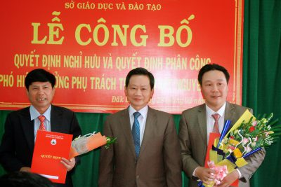 Lễ công bố Quyết định nghỉ hưu và phân công Phó Hiệu trưởng phụ trách trường THPT Nguyễn Huệ